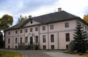 The former manor house of the von Medems, now a school in Vilce