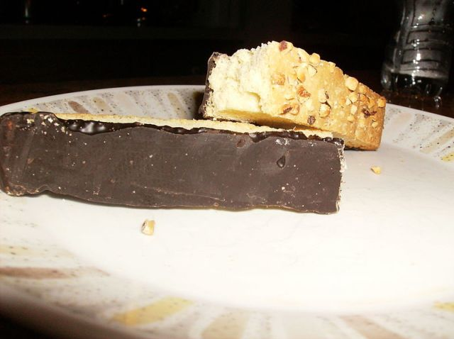 Chocolate-coated biscotti (credit: Wikipedia/Drewboy64)